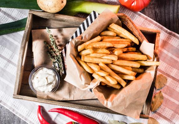 Uzkodas Kartupeļi frī, springrolls un citas uzkodas